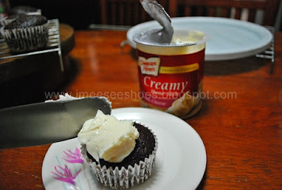 cream cheese, frosting, cupcake
