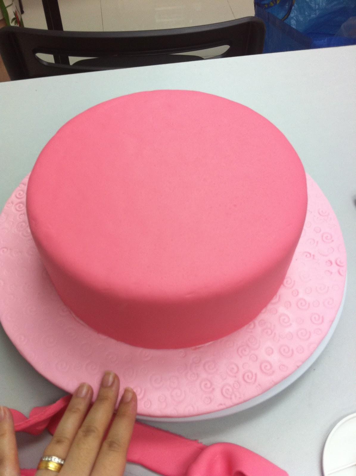 Wilton Cake Fondant Class : Home May de Cakes: Wilton Cake Decorating Course 3 : Gum ...