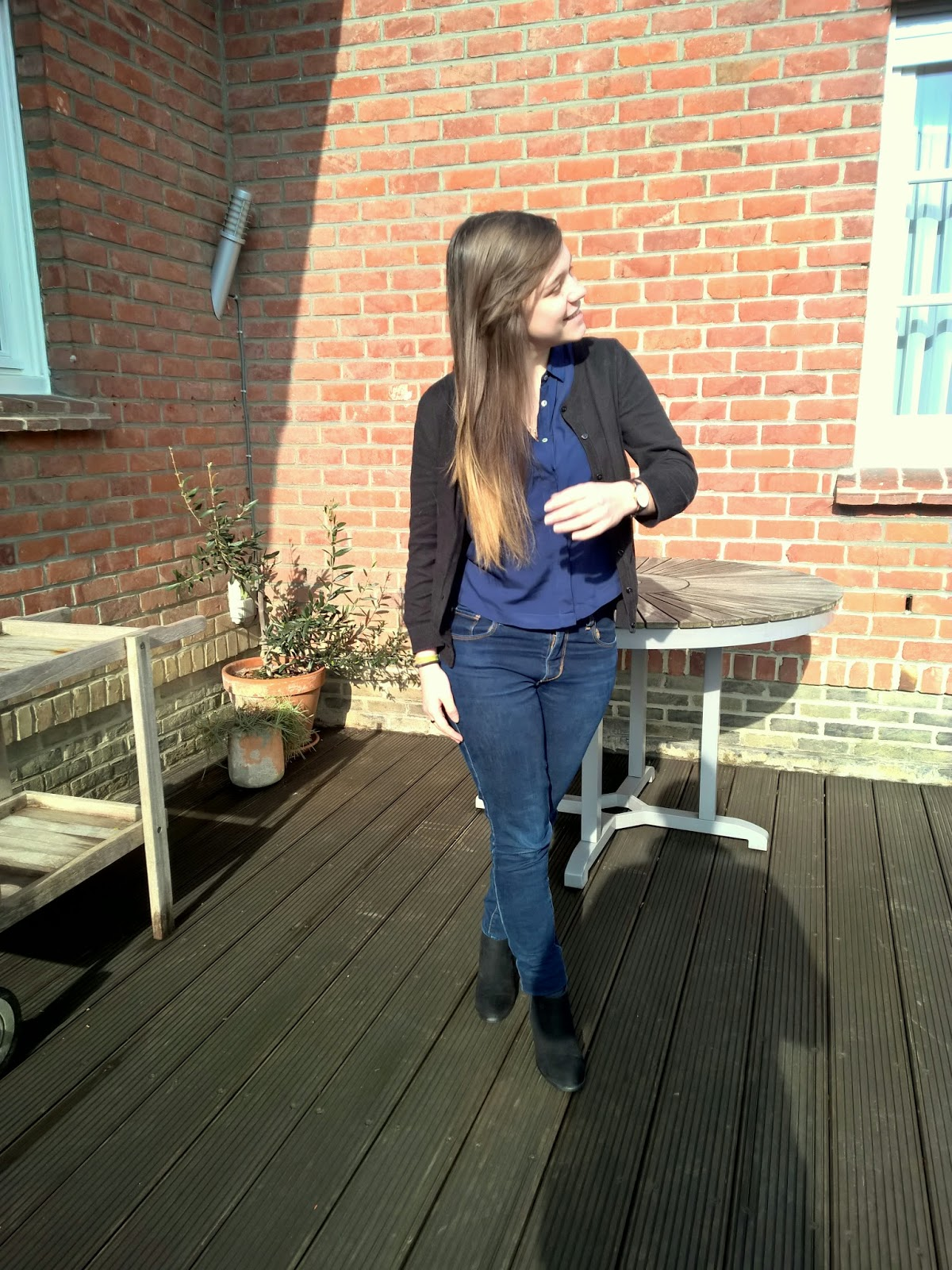 Clothes & Dreams: OOTD: Shirt-Jeans-New Shoes Combo: Forever 21 shirt, H&M Black Cardigan, Levi's Jeans, Pull & Bear shoes