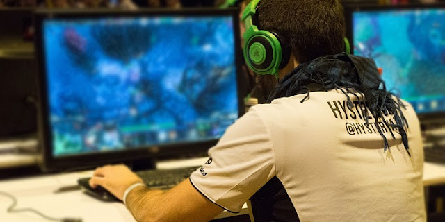 Tragic Teen Gamer Dies After 'Playing DOTA  For 22 Days In A Row'