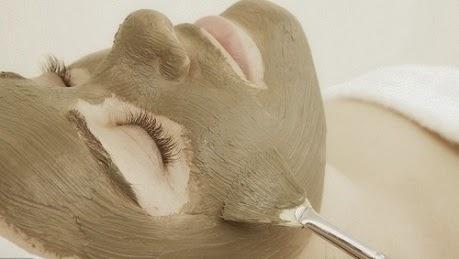 Menghilangkan Flek Hitam dengan Masker Alami