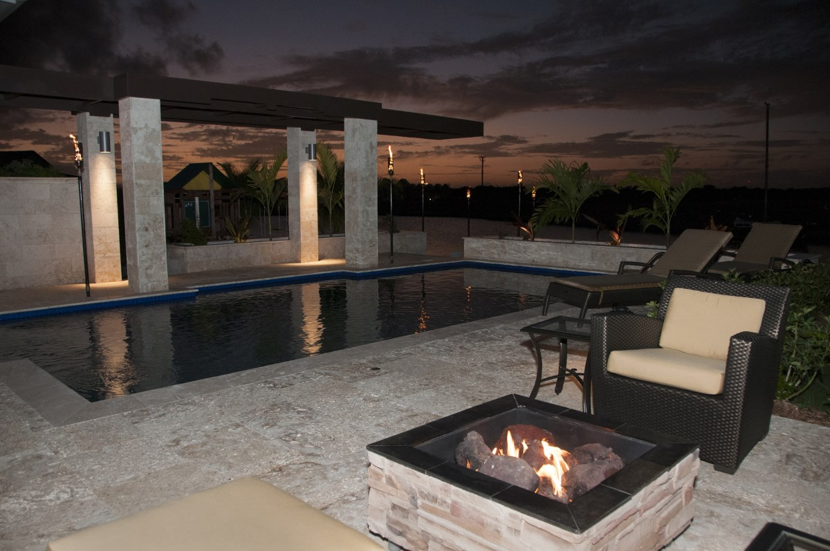 A really great space the modern fire pit for Modern fire pit ideas