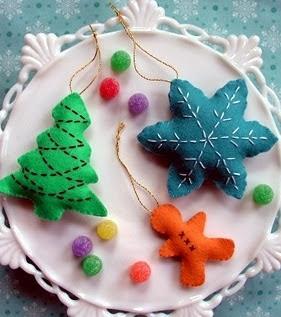 http://www.todomanualidades.net/2012/07/como-hacer-formas-divertidas-con-moldes-de-galletas/