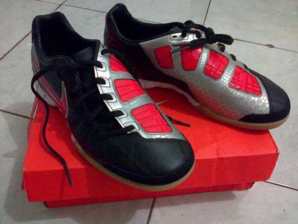 Sepatu Futsal Nike T90 Kamen Rider