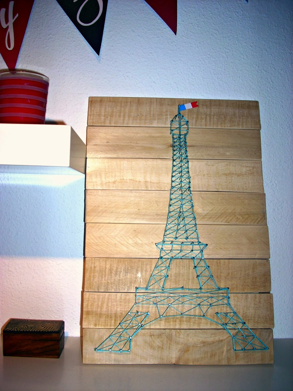 http://labuhardilladesign.blogspot.com.es/2013/11/diy-haz-una-torre-eiffel-con-hilo.html