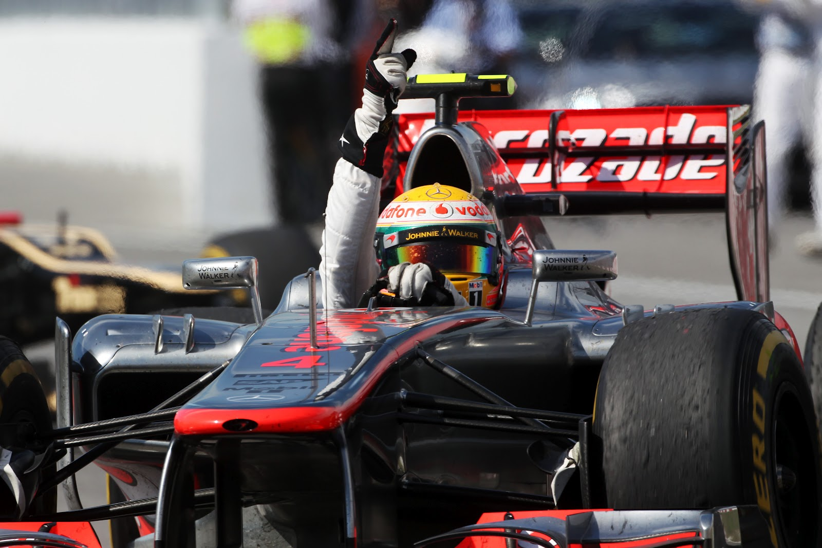 http://4.bp.blogspot.com/-u9ssskJWZF4/T9aPtfd2chI/AAAAAAAAbX0/ZwXY0eXfipc/s1600/15Race+winner+Lewis+Hamilton+(GBR)+McLaren+MP4-27+celebrates+at+the+end+of+the+race..jpg