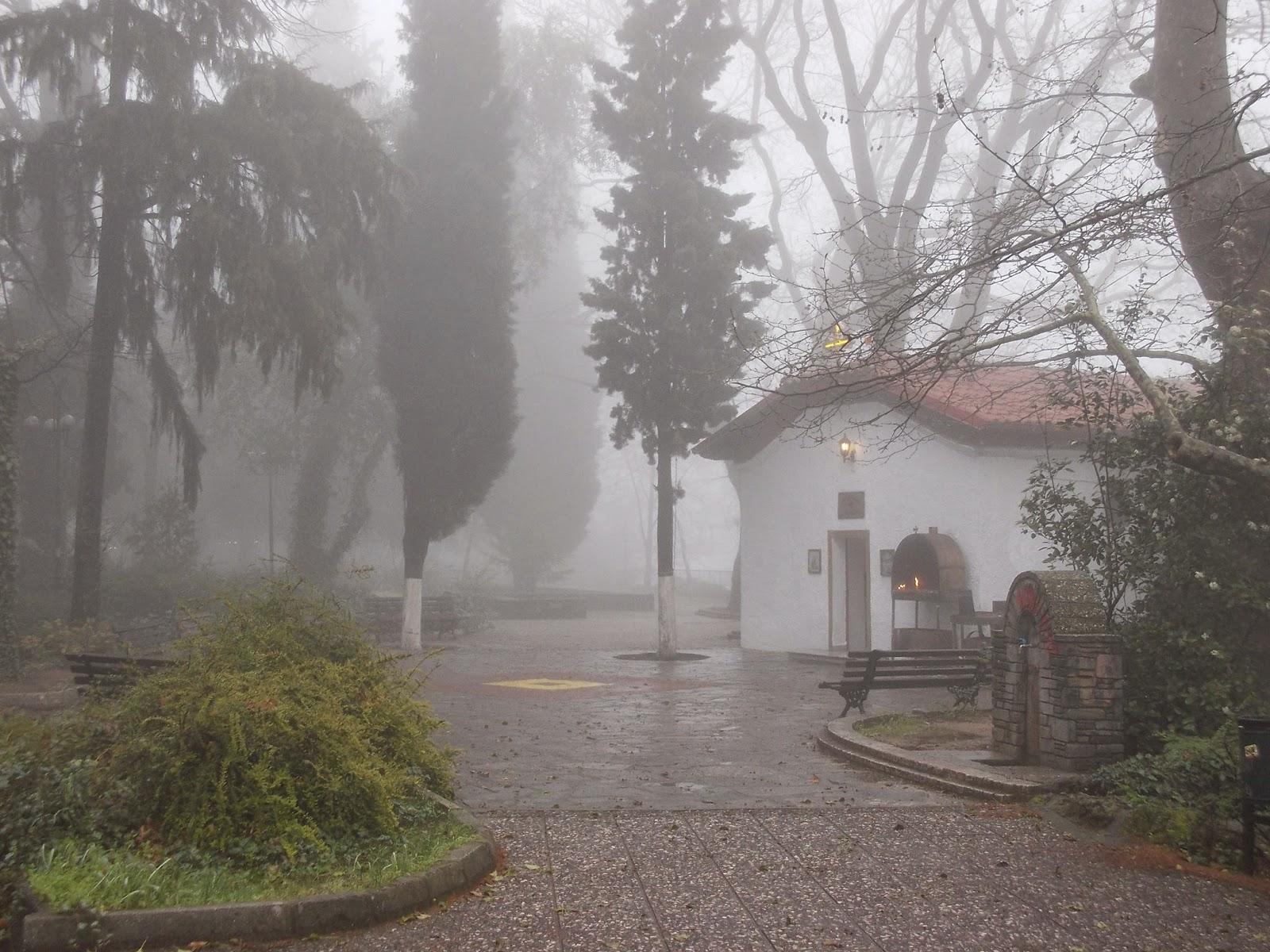 Το εκκλησάκι της Ανάληψης στην ομίχλη