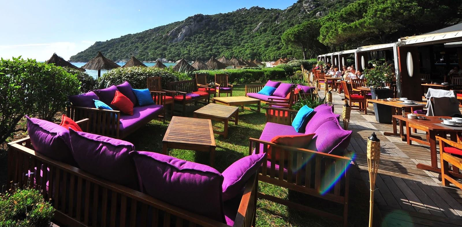 Terrasse ensoleillée en Corse