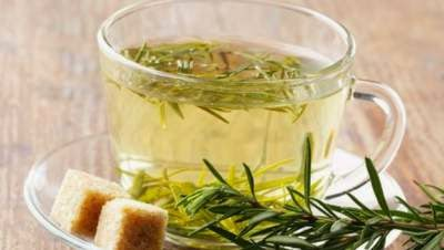 Cómo mantenerte más joven gracias al té de romero