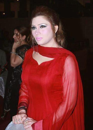 Hot Mujra: Payal chaudhary wihtout clothes mujra Bas way