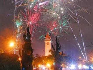 foto tahun baru di jam gadang bukittinggi