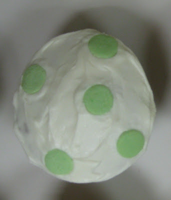 Yoshi Egg Cupcakes - Close-Up of Green Egg 2