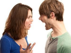 couple-fight - المواضيع التي تسبب الشجار والمشاكل و تثير الجدل بين الازواج