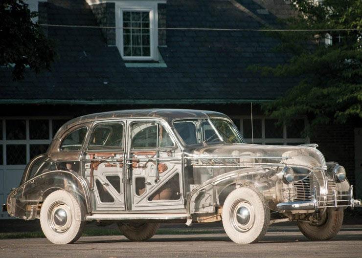 En 1939, Pontiac construyó un auto transparente de plexiglás