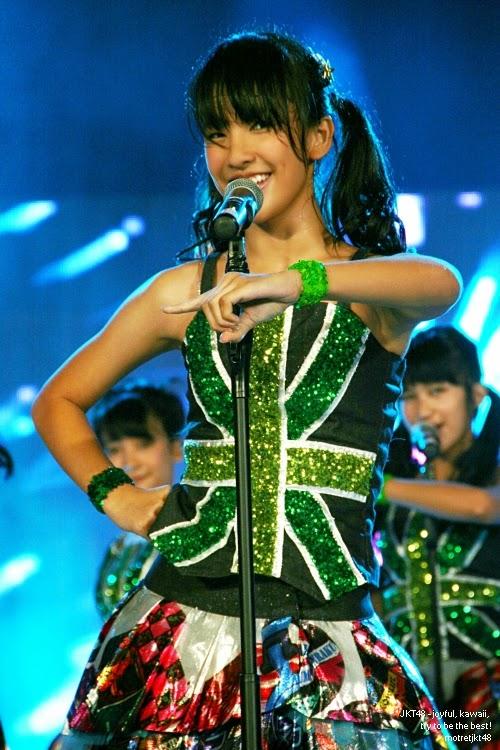 Foto Cantik Beby Chaesara Anadila JKT48 Ketika Bernyanyi