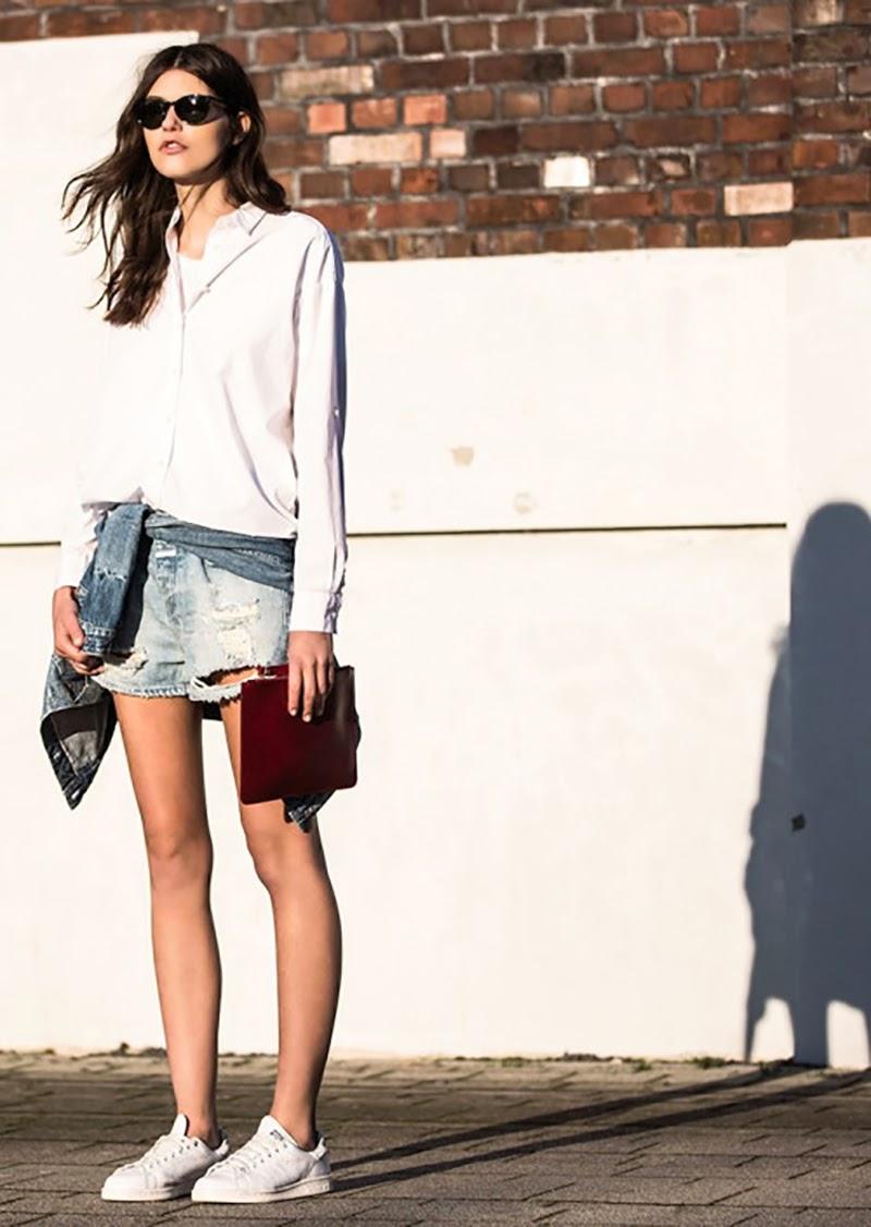 DENIM-SHORT-sneakers-white shirt