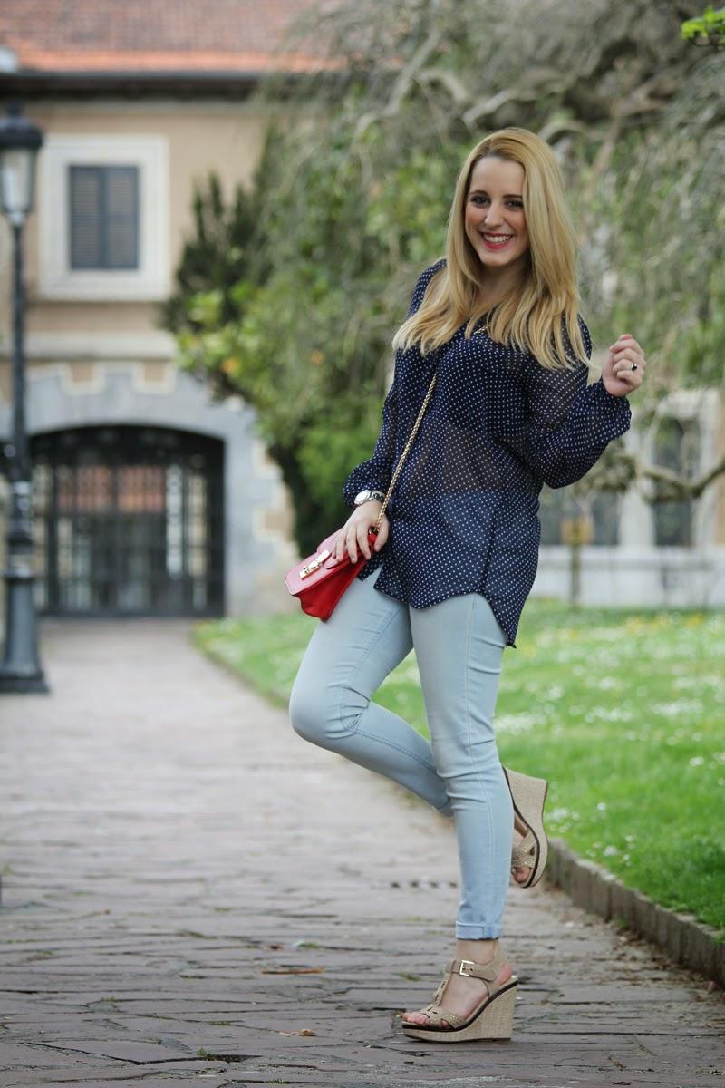 camisa_lunares_transparente-outfit_primavera-sandalias_doradas-blog_moda_bilbao