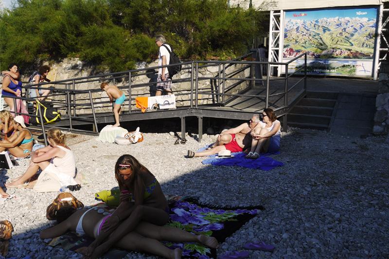 Spiaggia gremita a Capri