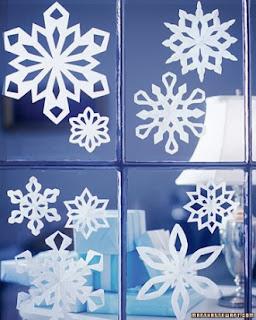 Copos de nieve hechos con papel.