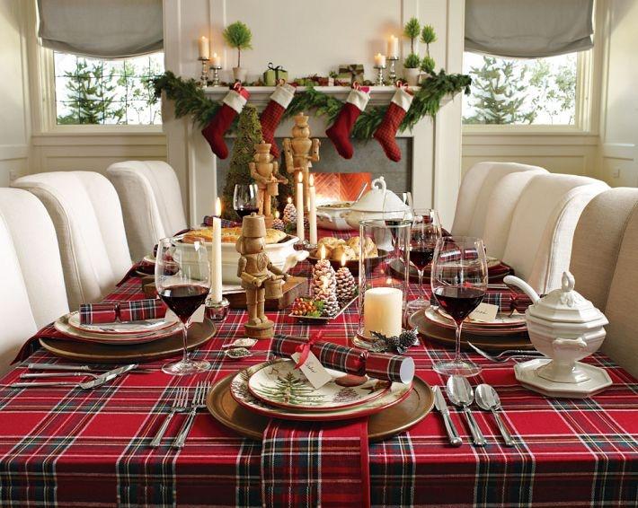 14 contoh desain dekorasi ruang makan bertema christmas