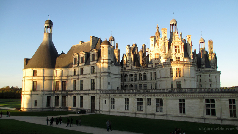Viajaresvida - Château de Chambord vista lateral