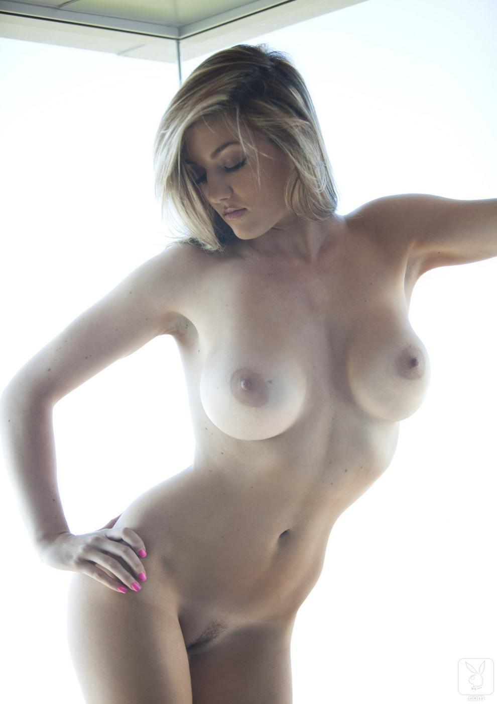 Фигуристая малышка с большими дойками 20 фотография