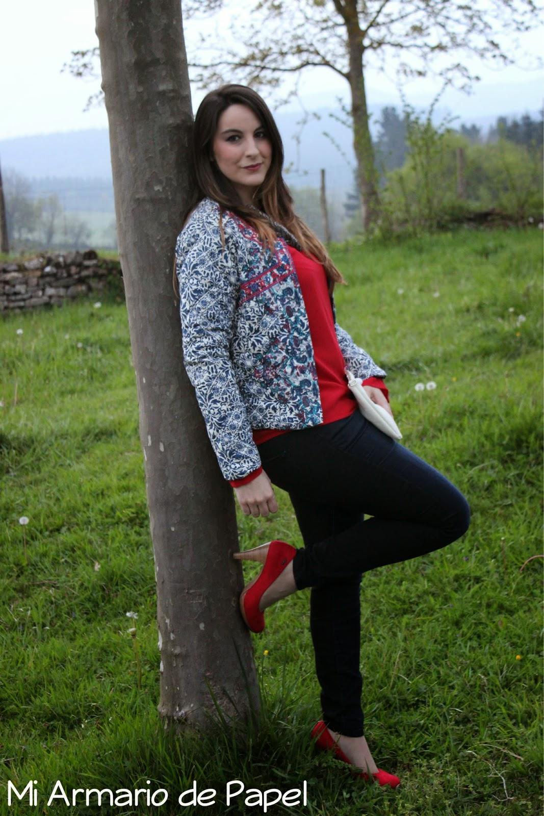 Outfit Cazadora Estampada + Biomba Rojo Valentino - Mi Armario De Papel