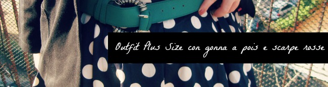 outfit con gonna a pois e scarpe rosse