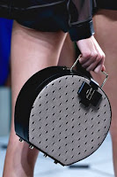 Кръгла чанта с прозрачна дантела и метална дръжка, дизайн Jason Wu