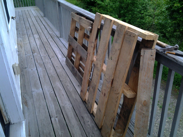 pallets made of heat treated lumber