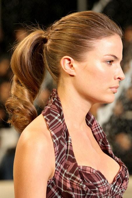 Muy fácil de hacer y puedes completarlo con algunos adornos para el pelo.