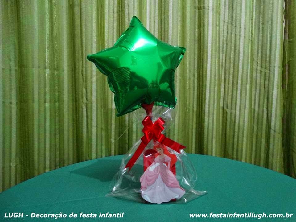 Enfeites para o centro das mesas dos convidados com o tema Ariel para festa infantil de meninas