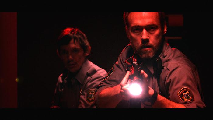 Novo poster, trailer, imagens do monstruoso Dark Was the Night