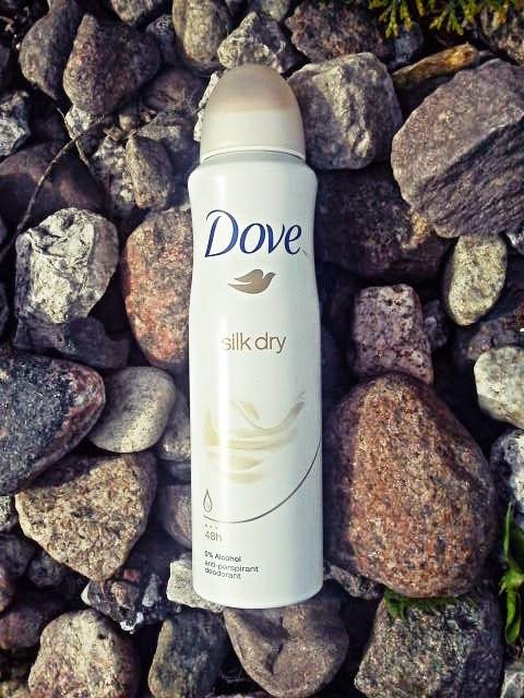 Dove Silk Dry Antyperspirant w aerozolu