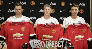 Liputan Bola - Bursa transfer klub Manchester United musim ini ditandai dengan dilepasnya dua striker anyarnya yaitu Radamel Falcao dan Robin van Persie