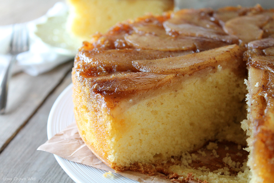 Spiced Pear Upside Down Cake - a delicious and simple Fall dessert ...