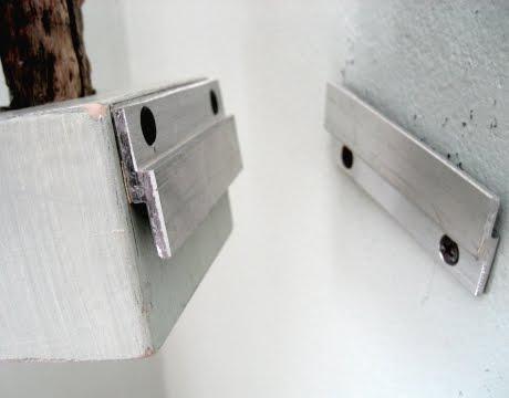 z-clip to hang wall tree