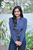 Nithya Shetty dazzling photo shoot-thumbnail-15