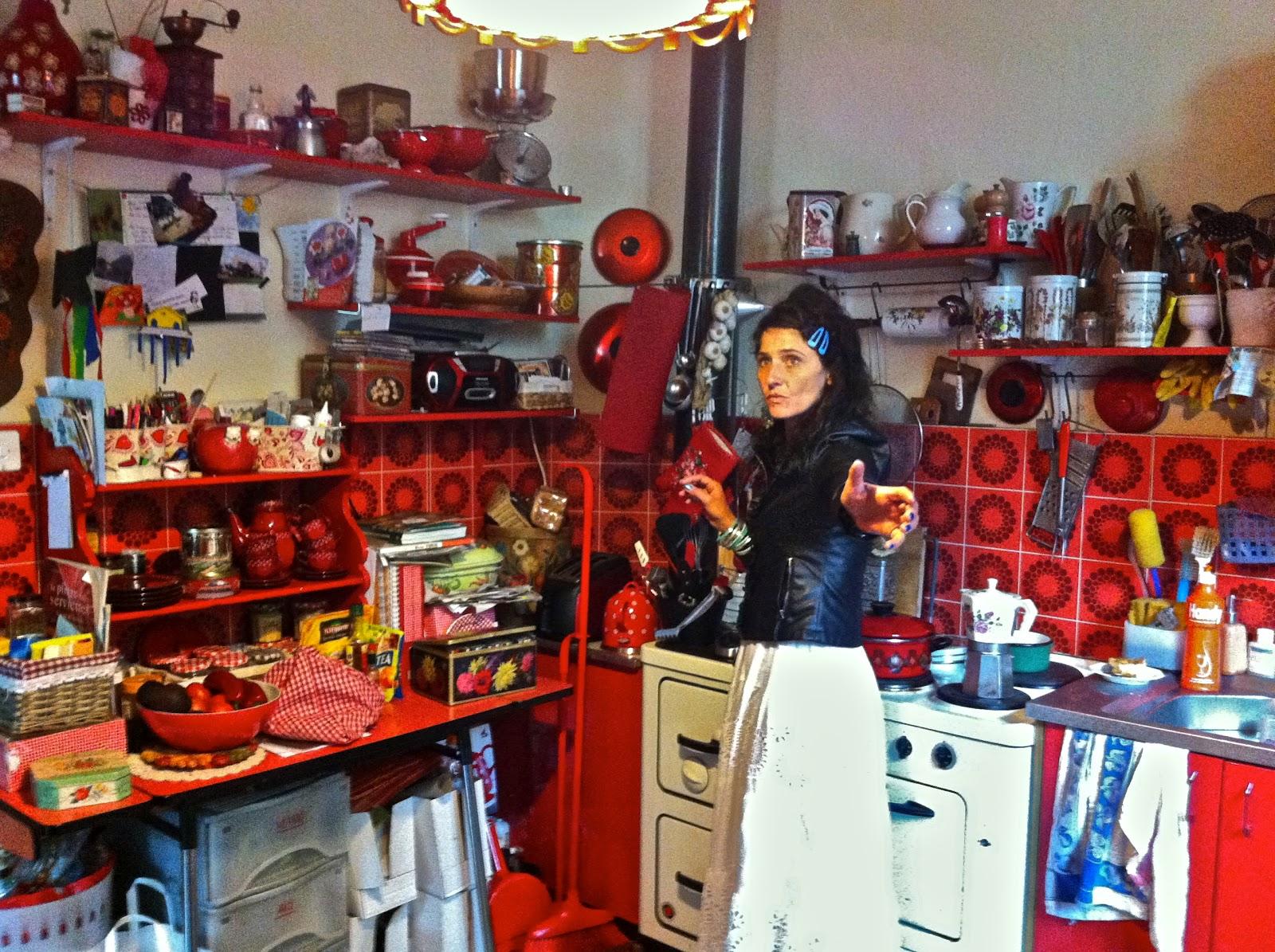 La linea rossa la cucina pi bella e rossa del mondo for Quella del tavolo e liscia
