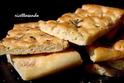 http://www.ricettosando.it/2011/05/pasta-base-per-focacce.html