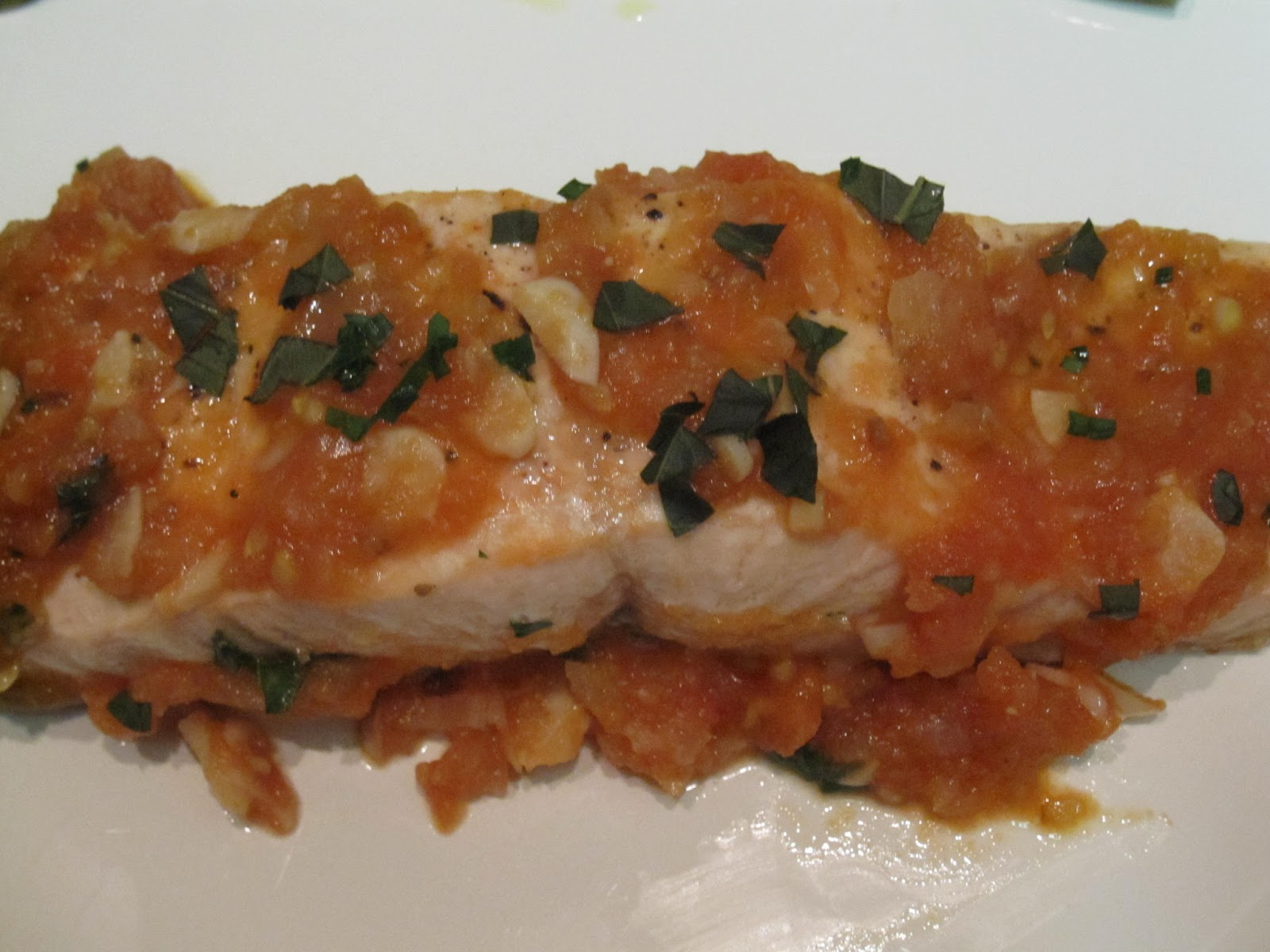 The Giggling Chef: Salmon in Garlic, Tomato Wine Sauce
