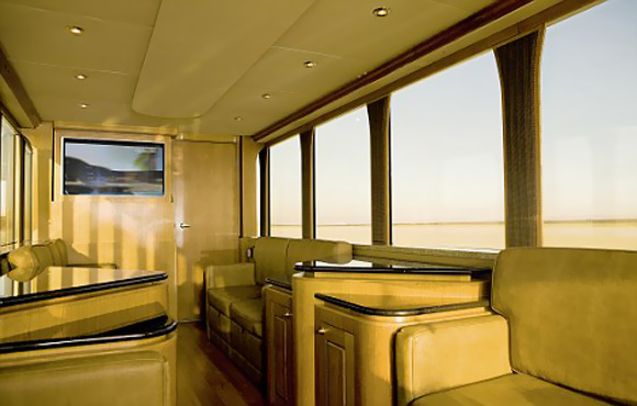 Ashton Kutcher's Luxurious Two-Story Trailer Seen On www.coolpicturegallery.us