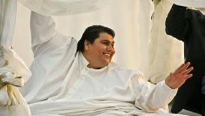 O mexicano Manuel Uribe, considerado o homem mais obeso do mundo em 2007 pelo livro Guiness dos Recordes com 597 quilos, morreu nesta segunda-feira aos 48 anos, informaram fontes médicas.