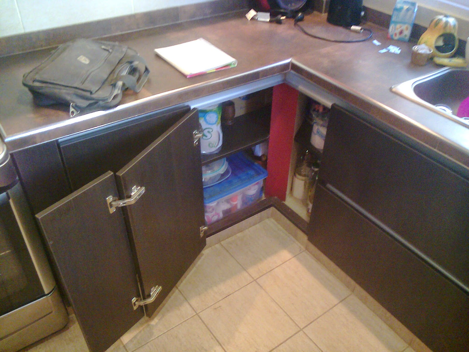 Benjamin mueble de cocina en melamina con canto pvc for Herrajes para muebles de cocina