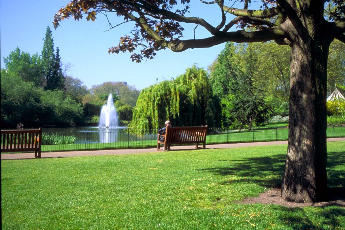 http://4.bp.blogspot.com/-uEbXxdi9fcA/TXPyvz9Dr3I/AAAAAAAAACs/LKlibxeNQPA/s1600/31_06_6---St-James-s-Park--London_web%255B1%255D.jpg