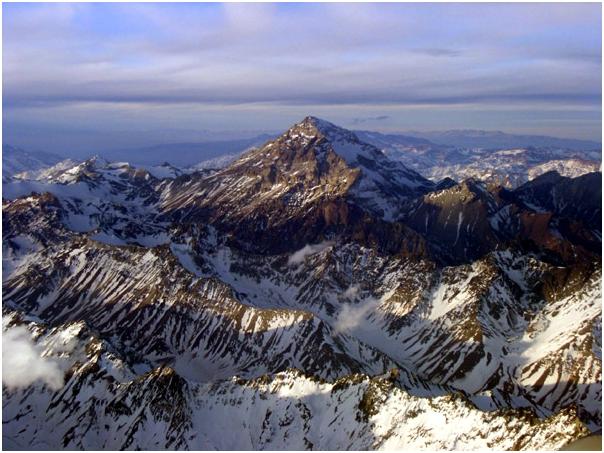 Orang pertama yang mendaki gunungini adalah Matthias Zurbriggen pada ...