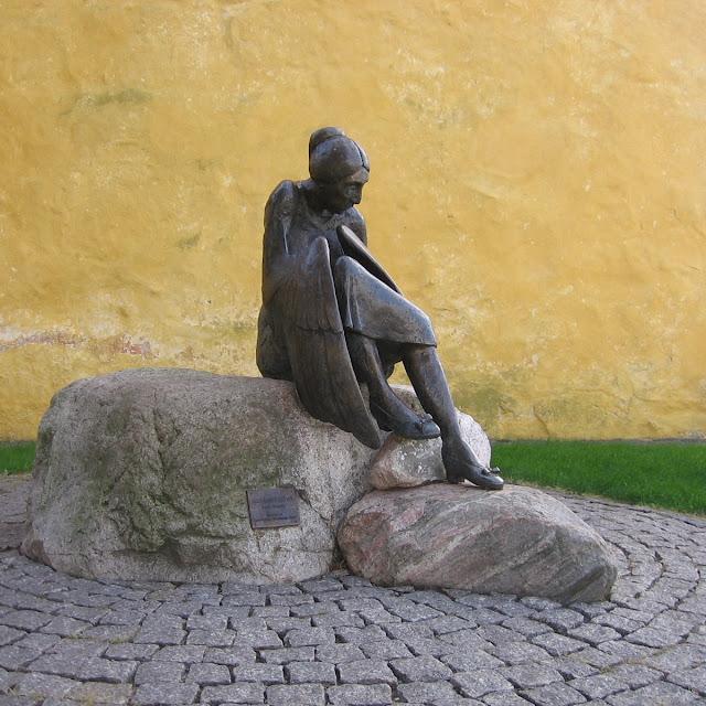Metamorphose af Arne Ranslet, opstillet ved Allinge Kirke