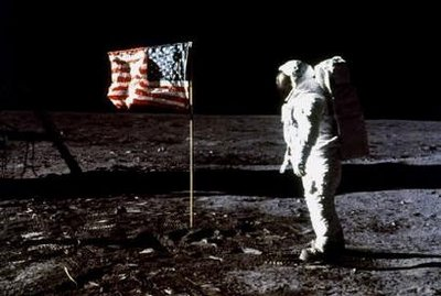 17 Menganalisa Peristiwa Pendaratan Manusia Pertama Kali Di Bulan
