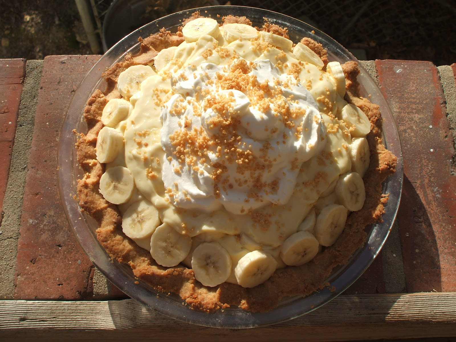 Nothing in the House: Banana Cream Pie with Peanut Crust ...