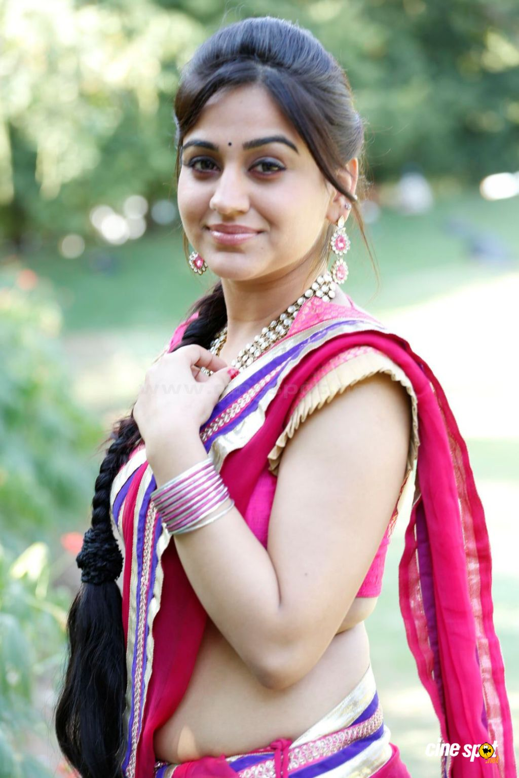 aksha sidri hot navel and cleavage show in saree from